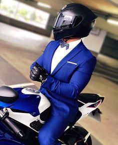 Ohhhh yummie a suit and a Ohhhh yummie Ein Anzug und ein Fahrrad Ohhhh yummie a suit and a bike - Motorcycle Outfit, Motorcycle Helmets, Cb 1000, Biker Couple, Motos Yamaha, Ns 200, Bike Photoshoot, Motorcycle Wallpaper, Bike Photography