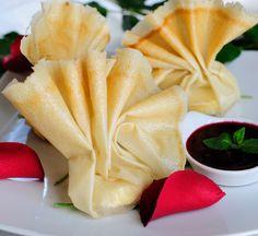 Aumoniere cu brânză de capră Tofu, Lasagna, Zucchini, Curry, Pudding, Vegetarian, Restaurant, Tableware, Desserts