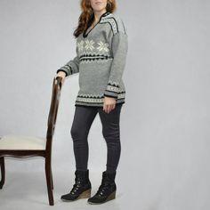 Wełniany gruby sweter, robiony na drutach wrabiane misterna wzory. rozm.34-40