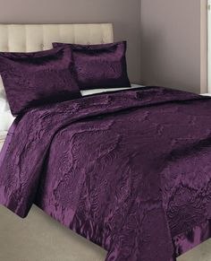 <3 this purple bedding. Oh so pretty! Then add some pretty throw pillows!