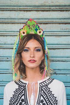 Pendurar fitinhas do Bonfim nas tiaras também fica lindo para o carnaval.