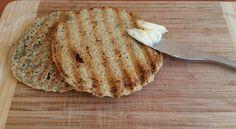 Um pão de aveia saboroso, muito rápido de fazer, e o melhor: não contém glúten ou lactose! Ingredientes: 2 c.s de aveia 1 c.s de linhaça...