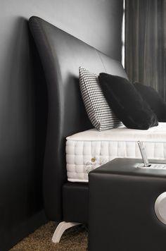 Das geschwungene Kopfteil lädt zum verweilen ein #boxspringbetten #hotelbetten #schlafzimmer #bedroominspiration #rosa #goodnight #koeln #inneneinrichtung #style #custommade #interior #luxurybedroom #modernhome