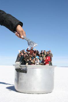 30 Creative And Playful Open Space Photography Ideas - Featuring Salar de Uyuni, Bolivia - Feminine Buzz Illusion Photography, Space Photography, Cute Photography, Photography Lessons, Creative Photography, Creative Pictures, Cool Photos, Perspective Forcée, Forced Perspective Photography