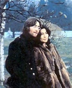 Beatlemaníaca desde eu ainda me surpreendo com fotos incríveis dos Beatles [e que eu NUNCA tinha visto na vida]. Beatlemaniac since I am still surprised by incredible pictures of the Beatles [and that I had NEVER seen in my life]. Yoko Ono, British Invasion, The Fab Four, Ringo Starr, George Harrison, Greatest Songs, Lady And Gentlemen, John Lennon, No One Loves Me