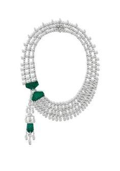 CARTIER Collier or blanc diamants émeraude ,dans la collection Indes Galantes,l'eclat des diamants est souligne par les emeraudes gravees.