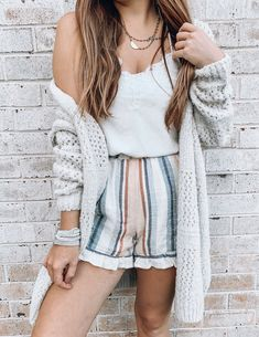 Love a good chunky knit cardigan for the fall. Layered it over some soft shorts . Love a good chunky knit cardigan for the fall. Layered it over some soft shorts and a cami. such a cute fall outfit or summer outfit. Perfect vacation outfit too Cute Fall Outfits, Outfits For Teens, Spring Outfits, Trendy Outfits, Layered Summer Outfits, Cute Vacation Outfits, Casual Summer, Simple Outfits, Cardigan En Maille