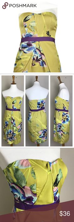 "Vince Camuto Strapless Sweetheart Floral Dress Vince Camuto  Size 6  Strapless  Sweetheart neckline  Satin  Green Floral  There are a few snags in the material as pictured Bust 18"" Waist 14.5"" Length 31"" Vince Camuto Dresses"