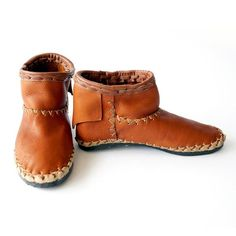 Recycled Rubber, Rubber Shoes, Clogs, Booty, Leather, How To Wear, Fashion, Clog Sandals, Moda