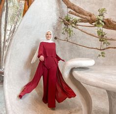 Looking For Modest Fashion Wide Leg Pants Outfit Ideas Then This Is The Perfect Post For You. - image:@omayazein - Palazzo Pants Outfits Hijab Fashion Styles - Summer Hijab Fashion - Muslimah Hijab Outfits - Casual Hijab Outfits - Hijab Fashion Inspiration Pants - Hijab Fashion Pants - Hijab Fashion Pants Simple - Hijab Fashion Pants Chic - Kondangan Outfit Hijab Fashion Pants. #hijaboutfit #modestoutfit #pantsoutfit #hijabioutfitscasual #muslimahfashion #hijab #hijabfashion Casual Hijab Outfit, Pants Outfit, Casual Outfits, Modest Outfits, Modest Fashion, Fashion Muslimah, Fashion Pants, Fashion Outfits, Fashion Styles