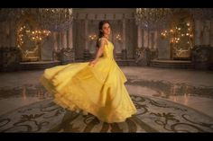 Entertainment Weekly shares a first look at Disney's live action version of 'Beauty and the Beast'. Emma Watson stars as Belle and Dan Stevens plays the Beast… Vestidos Emma Watson, Images Emma Watson, Robes Disney, Disney Costumes, Movie Costumes, Beauty And The Beast Movie, Beauty Beast, Beast Costume, Princess Dress Up