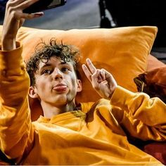Go Behind-the-Scenes With Troye Sivan on Tour sydneys.news