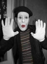 Un mimo es alguien que utiliza la mímica como medio teatral o como una acción artística, con la participación de la mímica, o la representación de una historia a través de los movimientos del cuerpo, sin uso del discurso.