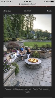 Garten Beacon Hill Flagstone patio with Estate Wall rataining walls - Photos Organic Gardening - The Backyard Retaining Walls, Flagstone Patio, Concrete Patio, Patio Stone, Patio Privacy, Deck Patio, Patio Table, Backyard Pavers, Stone Retaining Wall