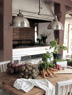 Sisustus - ruokailutila - teollisromantiikkaa ja vanhanajan tunnelmaa