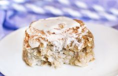 Cinnamon Roll Baked Oatmeal-- and it's healthy! Try it for breakfast, as a snack, or as a nutritious dessert Cinnamon Oatmeal, Baked Oatmeal, Oatmeal Cake, Chocolate Oatmeal, Oatmeal Yogurt, Strawberry Oatmeal, Blueberry Oatmeal, Oatmeal Muffins, Yummy Treats