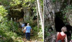 Baracoa, Maravilla espeleo- arqueológica en el Parque Majayara. Uno de los más interesantes senderos de la región turística más oriental de Cuba y del Parque Nacional Alejandro de Humboldt es el de Majayara, una caminata de cuatro horas que inicia desde la ciudad de Baracoa, continúa a lo largo de la playa del Miel –la más popular en todas las épocas- hasta cruzar el puente de Boca de Miel.