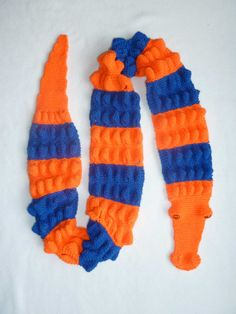 Florida Gator Scarf in Gator Orange and Gator Blue - I know how to crochet, but I still need to learn to knit. Damn my inability to knit!