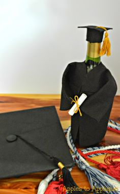 Cap and Gown Bottle Cover Tutorial | Apples to Applique #graduation #wine #gifts