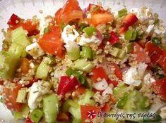 A Better Life with Burgers: Greek Quinoa Salad Greek Recipes, Light Recipes, Easy Healthy Recipes, Easy Meals, Healthy Snaks, Greek Quinoa Salad, Salad Bar, Pinterest Recipes, Summer Salads