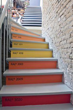 Pantone stair steps @Agnes Danyi Danyi / Knock-Knocking