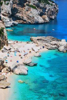 Aguas increíbles para nadar con aletas de tobillo  Sardinia, Italy.