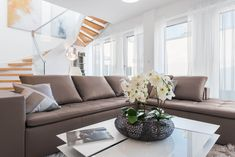 Wohnen auf höchstem Niveau - Extravagante Penthouses mit Traumaussicht im Herzen Wiens Sofa, Couch, Furniture, Home Decor, Attic Conversion, Objects, Homes, Settee, Settee