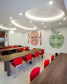 Chubb's New Bogotá Offices - 12 Cafeteria Design, Office Wall Graphics, Floor Graphics, Office Interior Design, Office Interiors, School Signage, Office Canteen, Mensa, Hotel Room Design