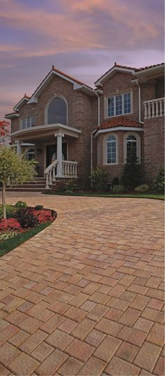 This stunning driveway is made from Cambridge's Round Table Collection in Canyon Blend.