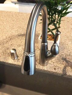 Fixing a Dripping Delta Single Handle Kitchen Faucet Kitchen Faucets Lowes, Black Kitchen Faucets, Bathroom Faucets, Kitchen And Bath, Kitchen Cabinets Repair, Kitchen Faucet Repair, Faucet Handles, Kitchen Handles