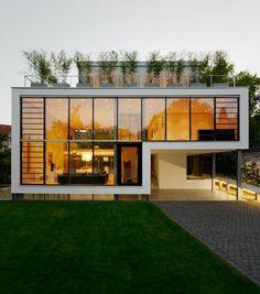 Fachada de casa moderna e luxuosa