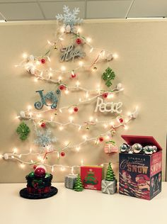 Best Office Cubicle Christmas Decorations – Top 6 Ideas for the Holiday Season - Office Solution Pro Noel Christmas, Simple Christmas, Homemade Christmas, Christmas Lights, Christmas Ornaments, Christmas Cubicle Decorations, Office Decorations, Decor Ideas, Decorating Ideas