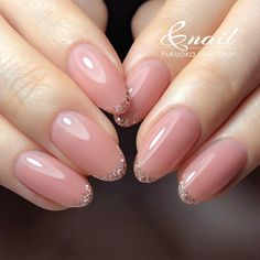 The advantage of the gel is that it allows you to enjoy your French manicure for a long time. There are four different ways to make a French manicure on gel nails. Classy Nails, Stylish Nails, Cute Nails, Pretty Nails, French Manicure Gel Nails, Oval Nails, Nail Polish, Pastel Nails, Pink Nails