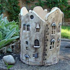 Ceramic 2020 – The Best Ceramic Ideas Are Here Pottery Houses, Ceramic Houses, Slab Pottery, Ceramic Planters, Ceramic Pottery, Pottery Art, Ceramic Vase, Pottery Handbuilding, Pottery Sculpture