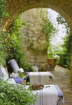 Gorgeous French Country Provence style patio with chaise longues. Romantic French Country Garden Courtyard Ideas. #frenchcountry #garden #courtyard #patio #Provence