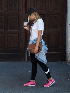 Sport, Athleisure, Sportmode, Nike, Jeansjacke, Weißes Tshirt, Cap, Fashion, Mode, Modeblog, Fashionblogger, Streetstyle, Braune Tasche