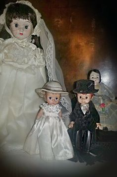 Haunted Vintage Dolls Found in Abandoned Farmhouse **Supernatural Paranormal** Halloween Queen, Vintage Halloween, Mojo Bags, Voodoo Spells, Toil And Trouble, Haunted Dolls, Creepy Pictures, Founded In, Vintage Dolls
