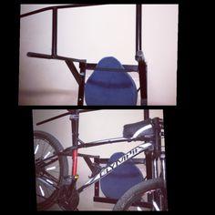 Recupero e saldatura di tubolari in ferro, per farne un Multipower (per addominali e dorsali) che, all'occorrenza, diventa anche porta bike.