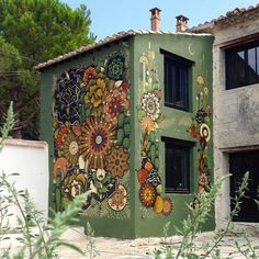 Mural Mandalas by Koraije & Supakitch 's Wall Paint 's Installation / France Mural Wall Art, Mural Painting, House Painting, Murals Street Art, Outdoor Art, Outdoor Walls, Fence Art, Public Art, Yard Art