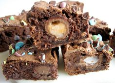 Cadbury Creme Egg Brownies | The Monday Box #fudgebrownie #cadburycremeeggs #easterdessert