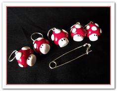 Set of 5 Polymer clay mario brothers / mushrooms stitch markers  and stitch marker holder. €12.50, via Etsy.