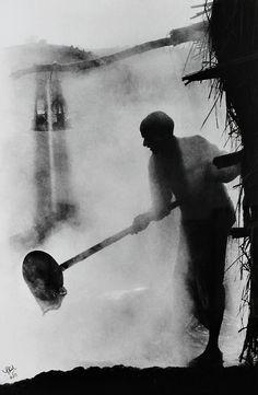 S. Paul - Jeggery Maker, India, 1970. S)