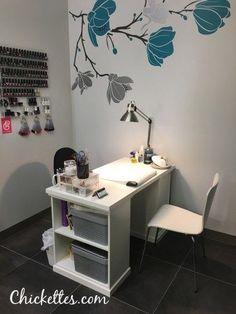 Chickettes Natural Nail Design Studio at Salon Lofts Home Beauty Salon, Home Nail Salon, Nail Salon Design, Beauty Salon Decor, Salon Interior Design, Beauty Room Decor, Nail Room, Art Studio At Home, Nail Designer