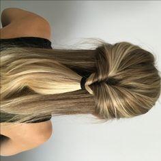 Envie d'une coiffure simple et rapide pour vos matins pressés? En voici une très facile à réaliser!! Premièrement, on sépare la chevelure du haut de l'oreille à un autre. Pour le look sur Sarah, j'ai utilisé ses cheveux plutôt raides, mais, si vous avez envie de... Matins, Fast Hairstyles, Voici, Long Hair Styles, Flora, Simple Hairstyles, Hairstyle Ideas, Real Simple, Other