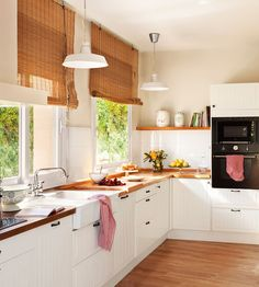 Modular kitchen design becomes a style affirmation of new kitchen design and contemporary design for modern house. Here we give you some best ideas! Kitchen Ikea, Kitchen Interior, New Kitchen, Home Interior Design, Kitchen Decor, Kitchen Sink, Kitchen White, Kitchen Shelves, Warm Kitchen