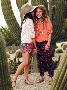 Great shorts&pants, fab collection by Mango kids Fashion Kids, Little Girl Fashion, Tween Girls, Kids Girls, Moda Blog, Look Girl, Little Fashionista, Lookbook, Cute Outfits For Kids