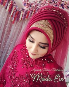 You can find different rumors about the real history of the wedding dress; tesettür First Narration; Muslimah Wedding Dress, Muslim Wedding Dresses, Hijab Bride, Muslim Brides, Bridal Dresses, Bridal Hijab Styles, Wedding Styles, Beautiful Arab Women, Marriage Dress
