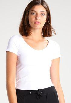 8465f1b0bd T-shirt z bawełny organicznej, który jest bazą pod sweter czy koszulę.