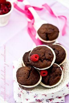Muffinki czekoladowe z malinami