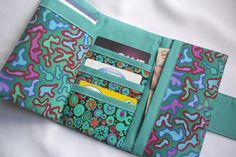 Womens Tri-fold Cash Wallet – PDF Sewing Instructions An elegant wallet sewing pattern with full step-by-step instructions, colour pictures, diagrams and ready-to-print, actual size templates. Uses small amounts of fabric so you can create your own de… Sewing Hacks, Sewing Tutorials, Sewing Crafts, Sewing Projects, Bag Tutorials, Sewing Ideas, Diy Projects, Wallet Sewing Pattern, Sewing Patterns